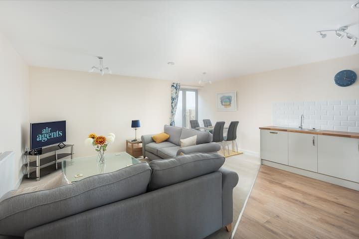 Luxurious 2 Bed Modern City Centre Apartment