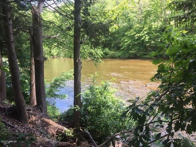 Lovely Lycoming Creek Getaway