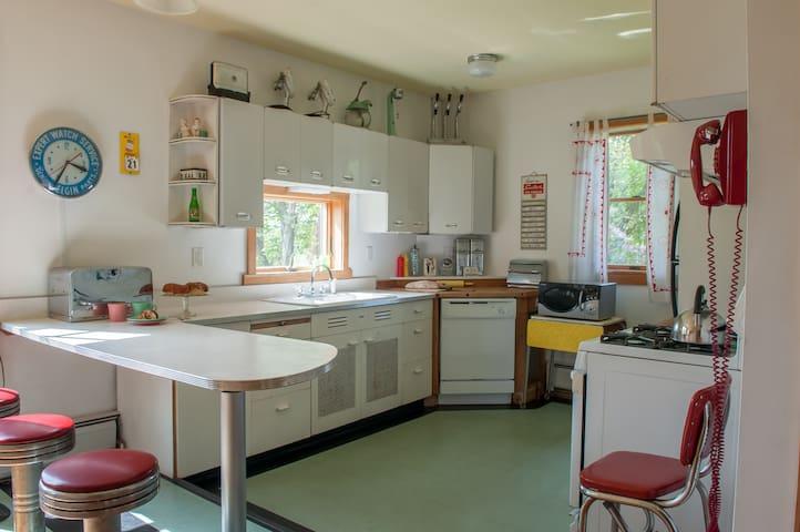 East Warren Retro Cottage