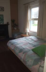 Double room in Cosy cottage - Inchicore  - 独立屋