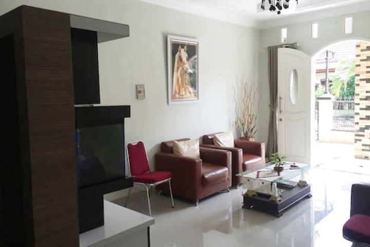Nice Place to Stay in Pdk Kelapa Mawar Room