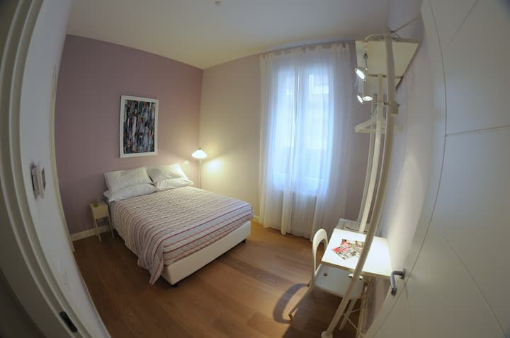 Frida Room & Breakfast Violet Room