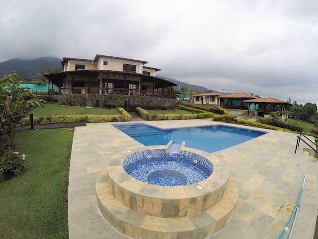Linda Casa de Campo en el Lago Calima