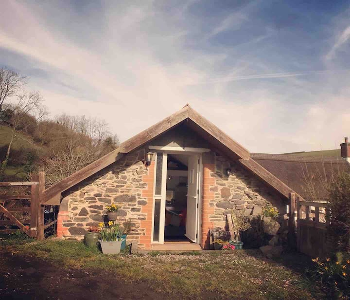 Tranquil.Cosy, countryside couples retreat. Surf