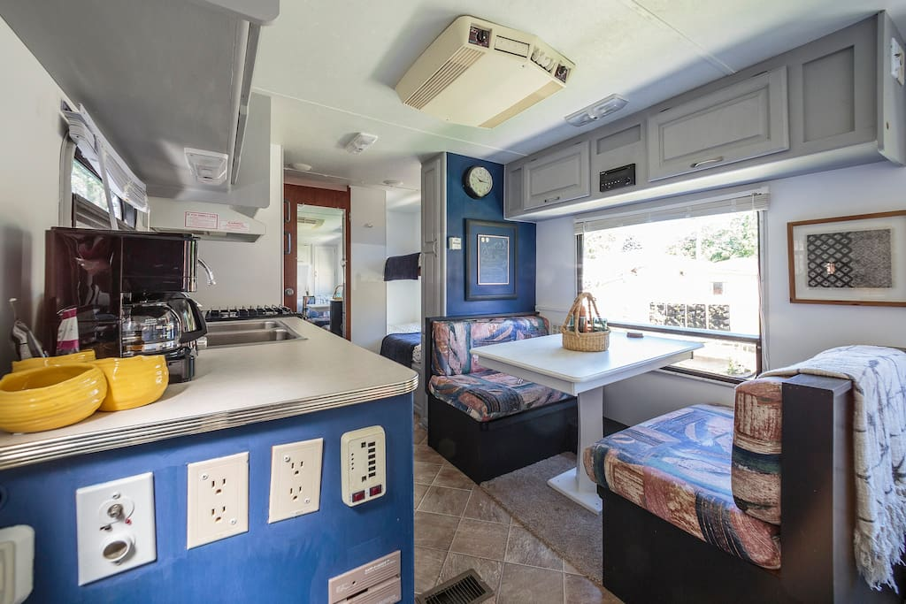 Feel free to use the coffee maker, filtered water for drinking is provided on the counter top. Coffee, tea and sugar are above the coffee maker. The camper also has a toaster, microwave, fridge, freezer and stove. Please tell us if you'd like to be able to use the stove at the time of booking. It's a little different than a traditional oven and we'd like to show you how it works.