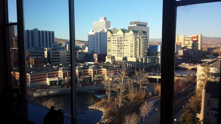 Amazing River View Downtown! - Reno - Apartamento