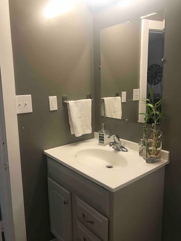 2 bedroom house 7 Minutes to Purdue