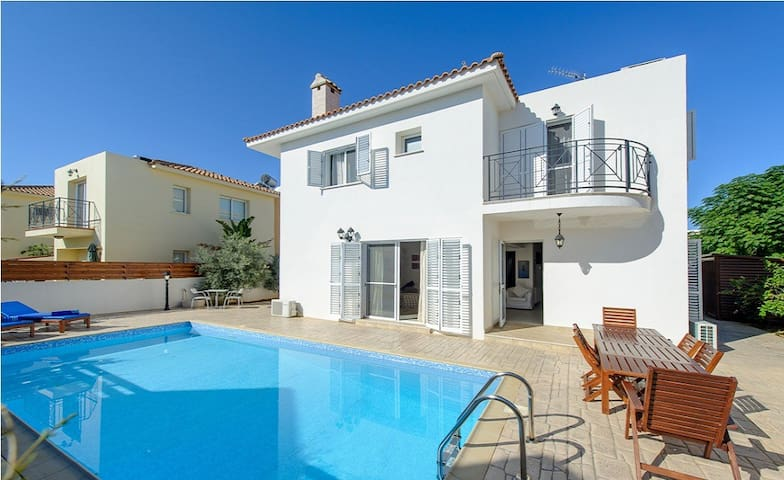 Villa Sanya, 2 minute walk to beach - Protaras - Maison