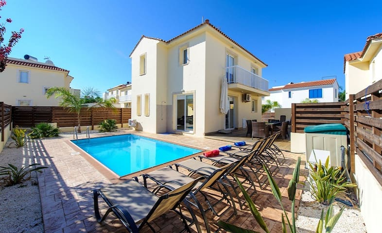 Villa Nadia, Luxury villa with pool - Pernera - House