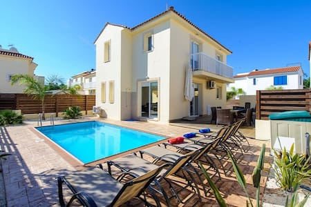 Villa Nadia, Luxury villa with pool - Pernera
