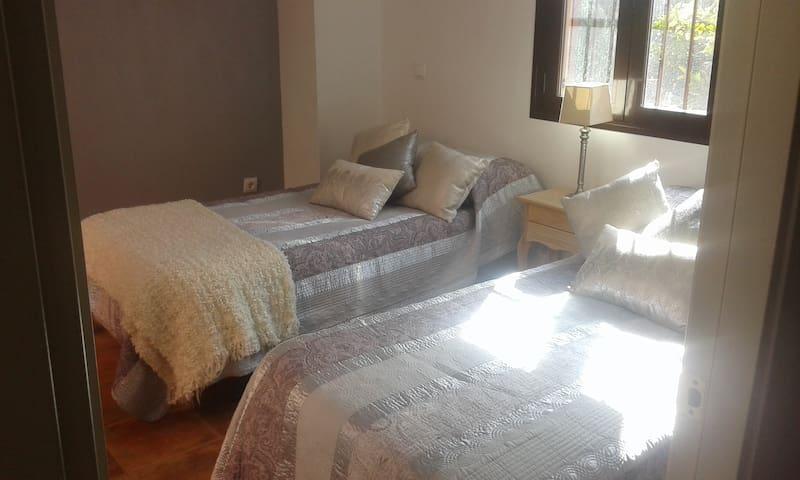 Habitaciones en Urbanizacion Privada  de lujo - Guillena - Penzion (B&B)