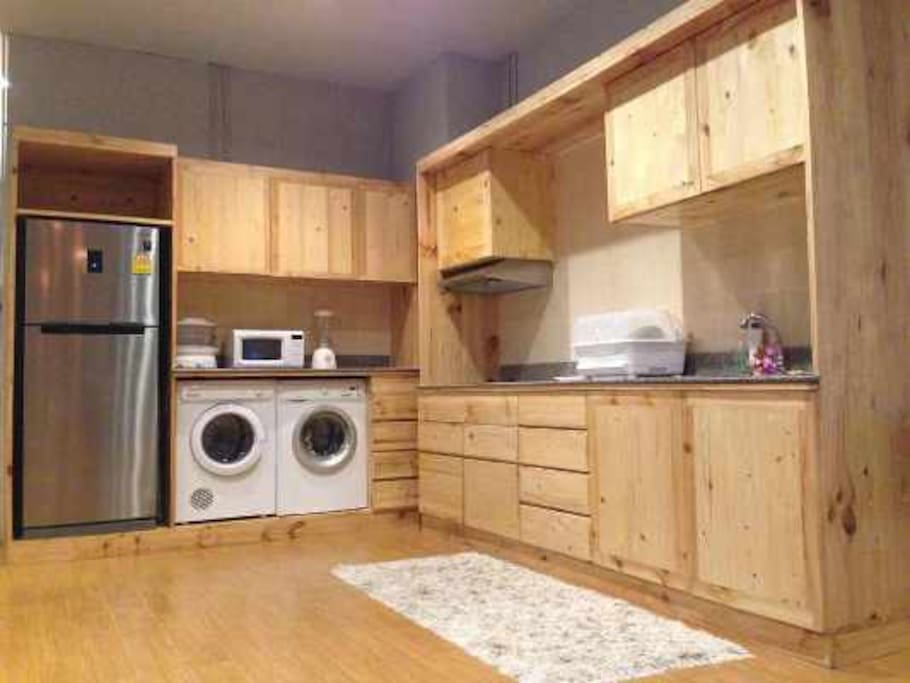 The unit is fully  equipped with a full kitchen