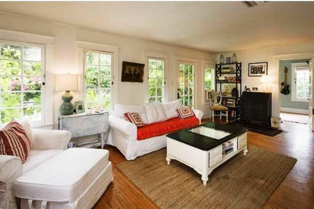 Comfortable living room.
