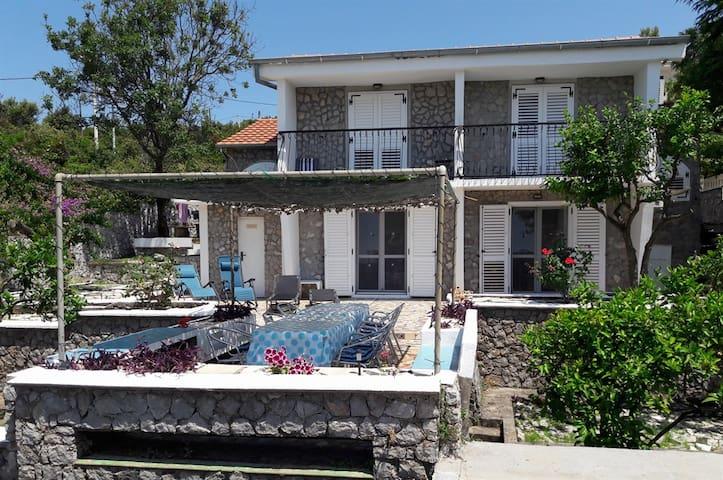 Villa Tara- 4 bedroom villa on the Adriatic