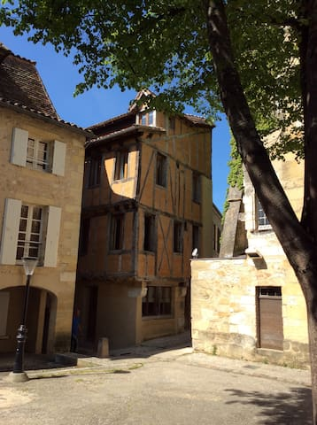 Beautiful medieval townhouse, Bergerac old town - Bergerac - Townhouse