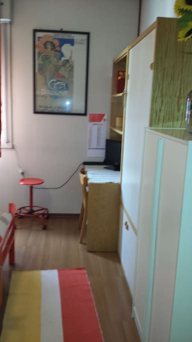 camera angolo con studio