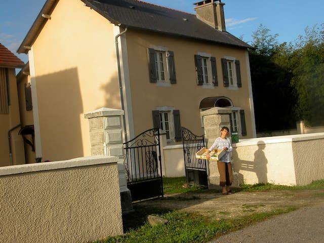 Maison de campagne coeur du Béarn - Uzein
