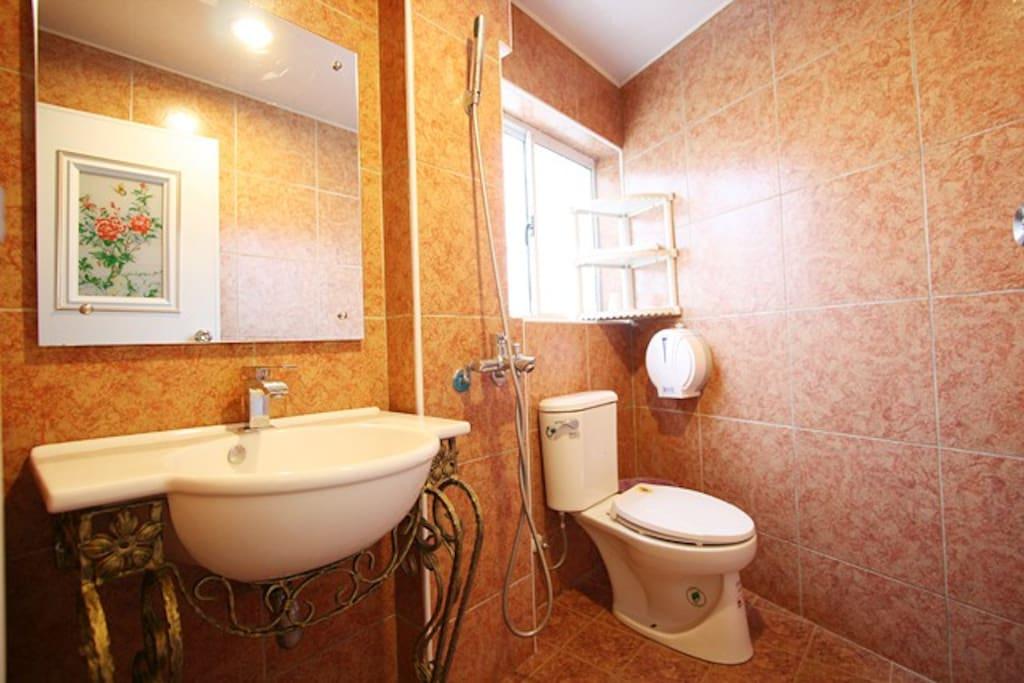 305 陽台海景二人房 衛浴