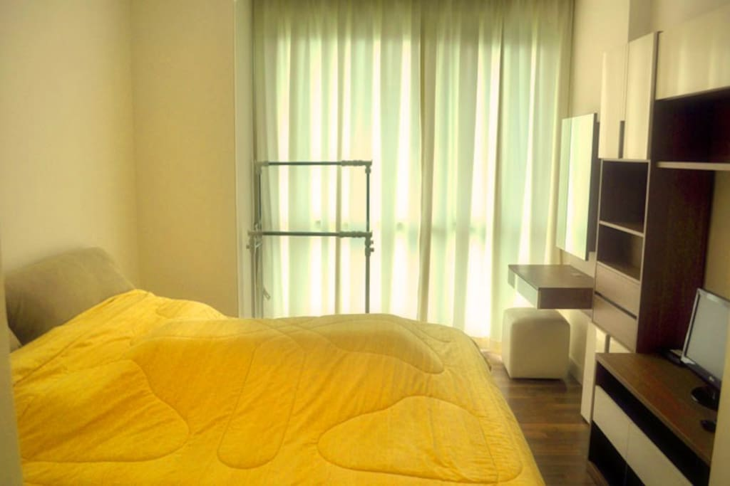 Fully furnished master bedroom with internet WIFI.