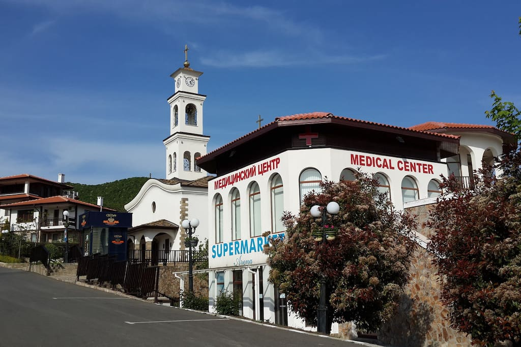 Православная церковь в двух минутах от комплекса