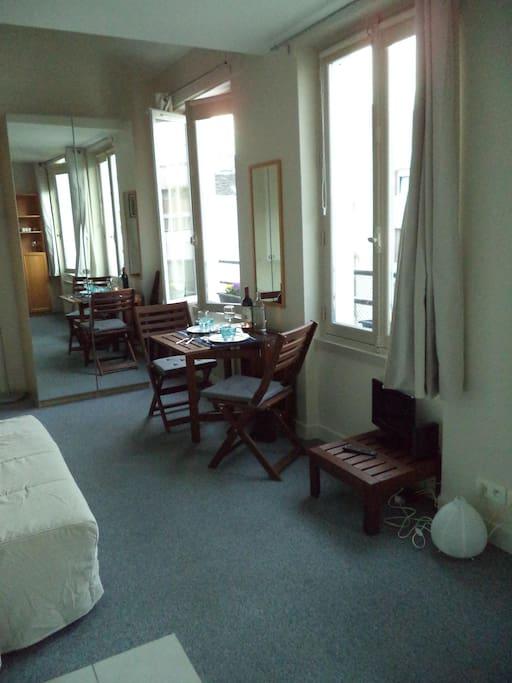 studio with mezzanine in paris flats for rent in paris. Black Bedroom Furniture Sets. Home Design Ideas