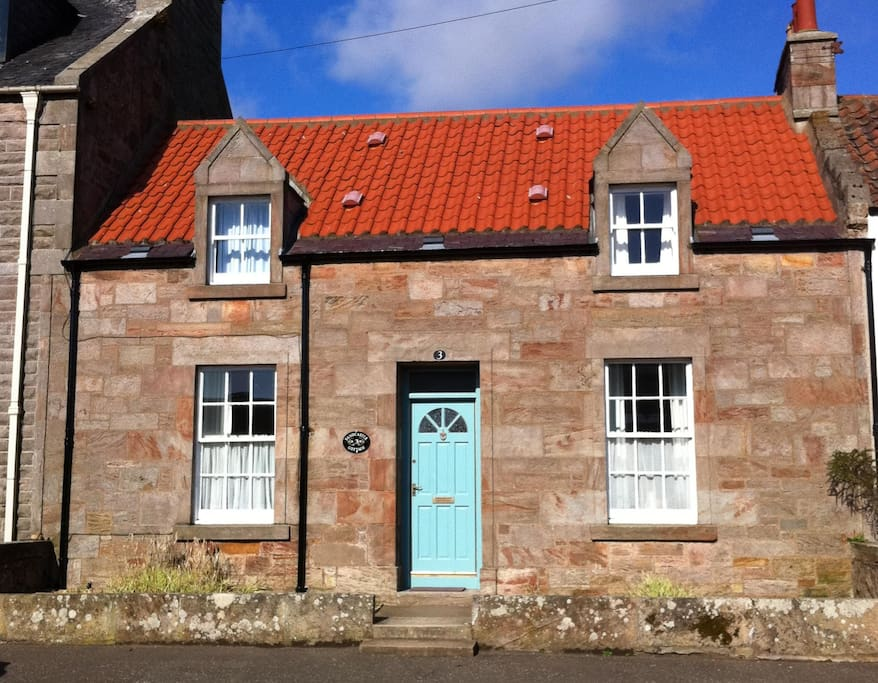 Sandcastle Cottage, Crail situated in the village only a few minutes walk from shop and directly opposite access to Roome Bay Beach. Living room and dining room windows on the lower level, bedroom windows on the upper level.