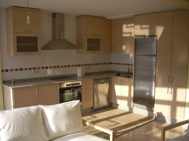 Fantastico piso nuevo en Muros - Muros - Byt