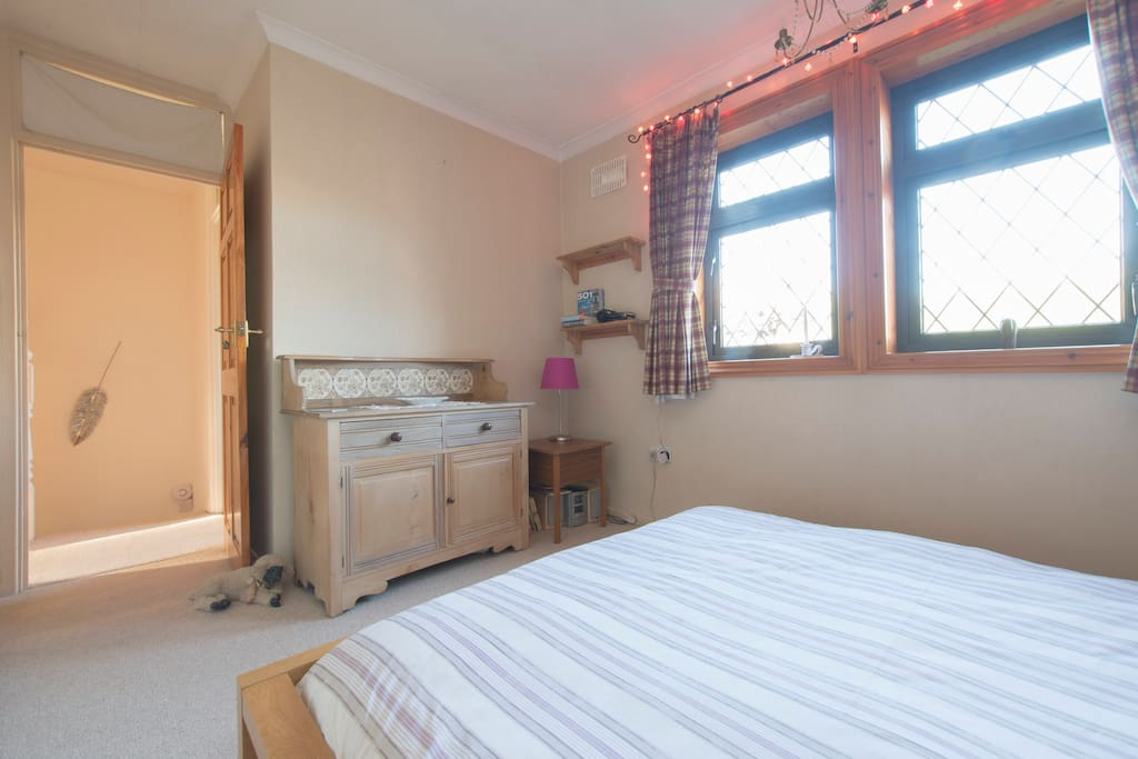 Double bedroom overlooking mature rear garden