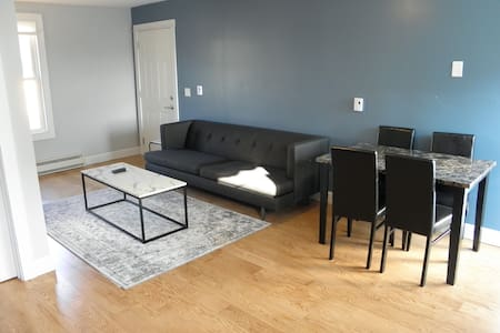 Coziest 1 bed apartment in the Incline District!