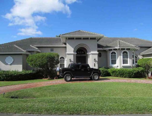 Luxury Country Style Mansion in Plantation