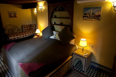 King Size Bed In Riad With Pool & Free Parking