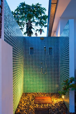 A practical shower next to the pool