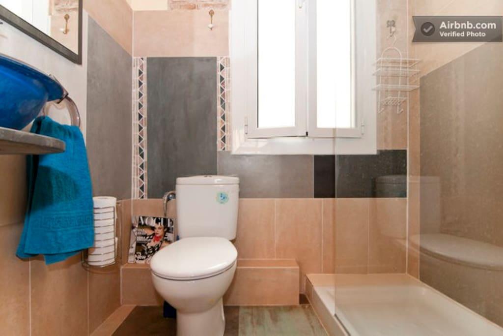 en suite bathroom - private