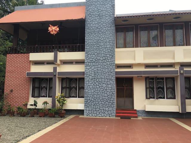 Nalonnil House - Alappuzha - Hus