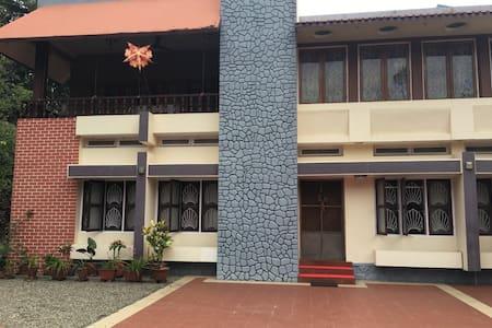 Nalonnil House - Alappuzha