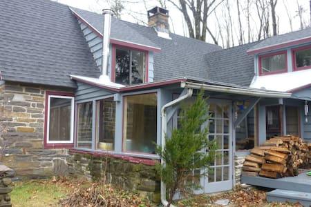 Adirondack-style Stone Cottage - Hurley - Casa