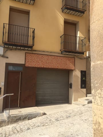 Apartamentos Alcañiz, motorland - Alcañiz - Hus