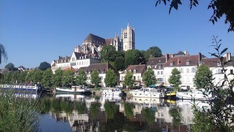 Auxerre: Maison avec jardin  proche du port