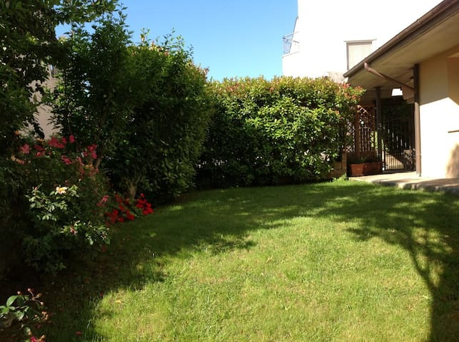Villa in residential area - San Martino Bassa - Casa