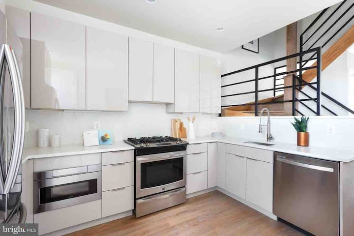 Designer duplex + rooftop (private room)