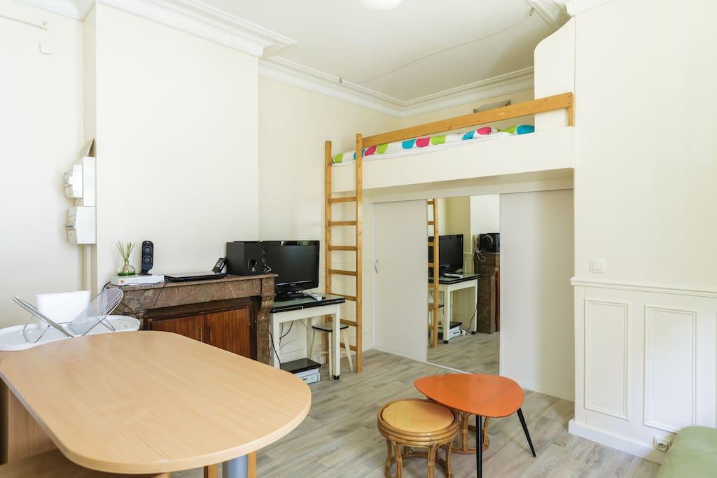 Studio tout quip dans le centre appartements louer for Cuisine tout equipe