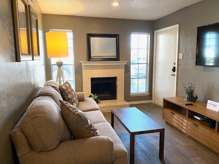 LOVELY  AFFORDABLE FURNISHED STAY IN DALLAS!