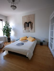 Plateau Mont-Royal  8beds/12persons - Montreal