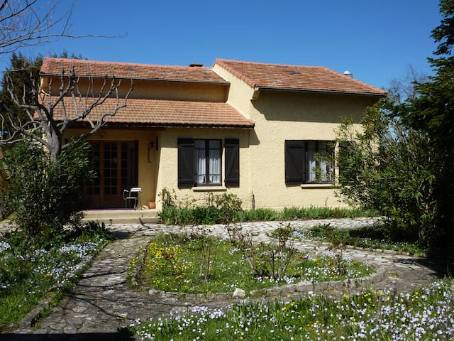 House with garden for 6 people - Le Pontet - House