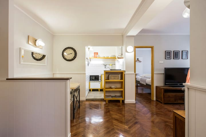 Lovely & Charming Downtown Apt, newly renovated