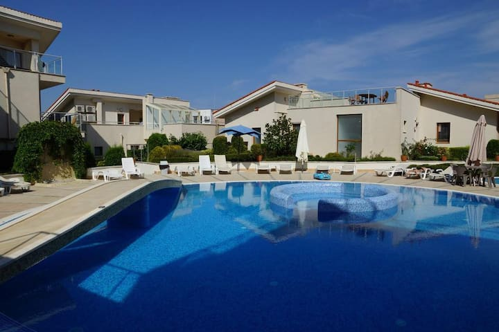 Exclusive 3 Floor Villa With Pool and Beach