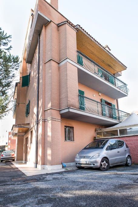 Flatinrome Fiera Complex - Building with private parking space
