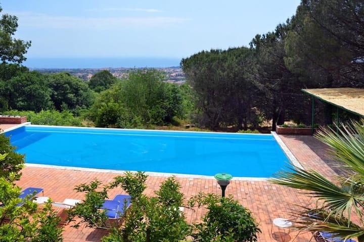 Villa dei Ciliegi con piscina e parco privato