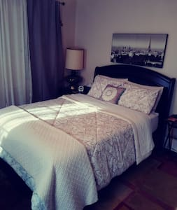 Cozy Private Guest Room near Downtown Riverside