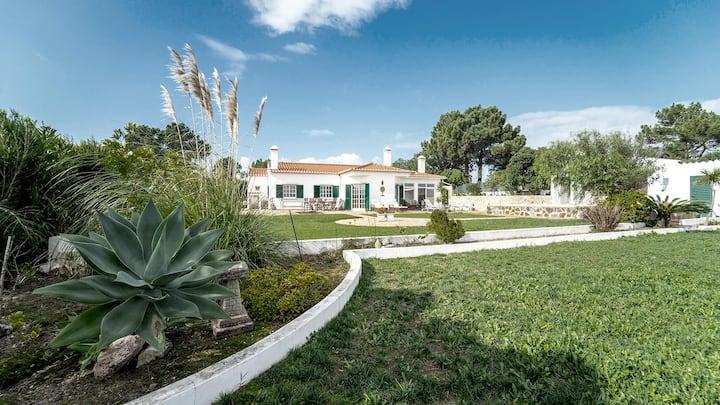 Nova Vista with garden & pool & stunning views